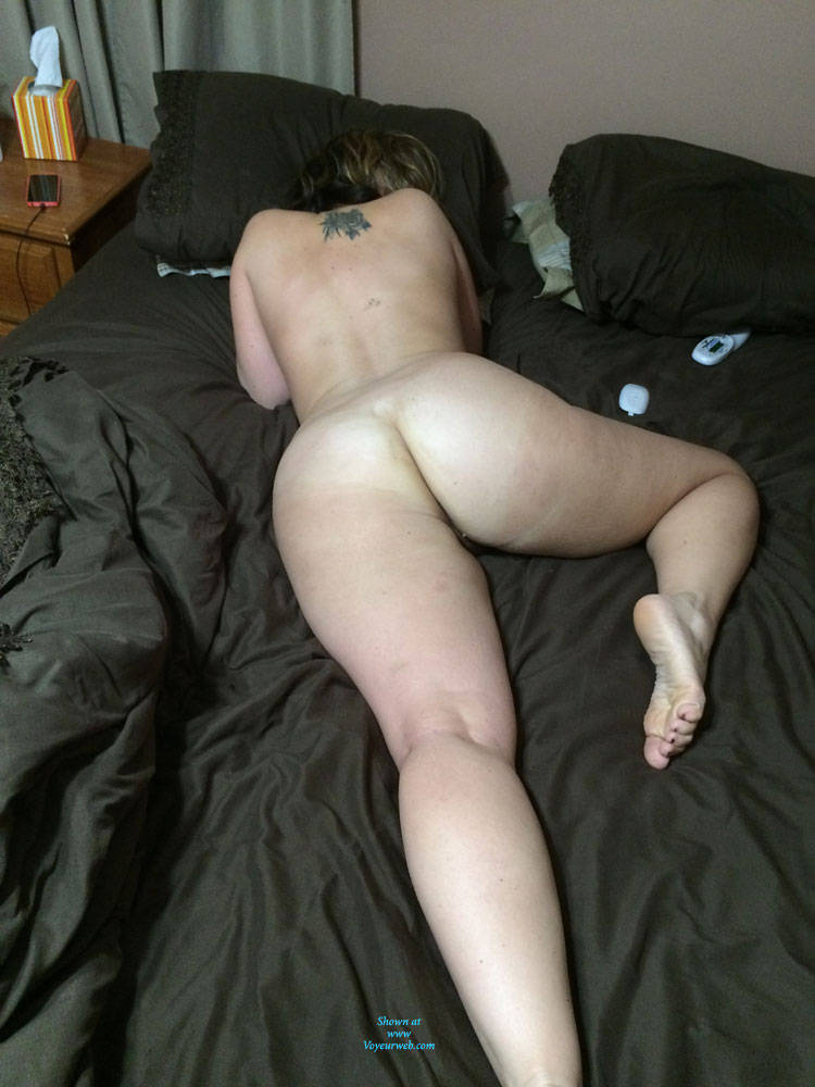 mom and daugther blow cock